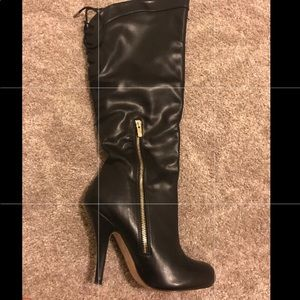 Black knee high boots ( sits just below the knee)